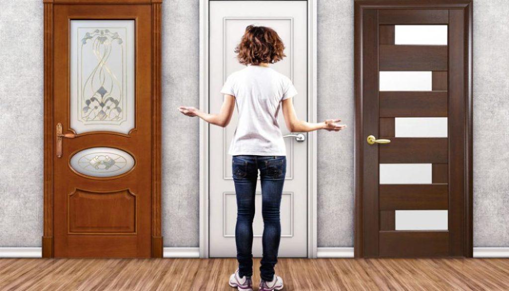 Выбор двери в комнату