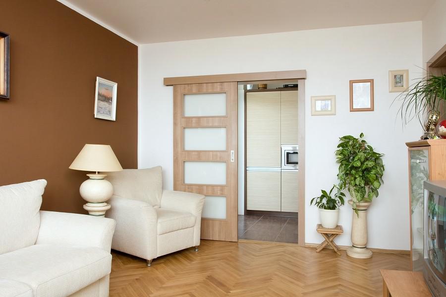 дверь раздвижная межкомнатная со стеклянными вставками