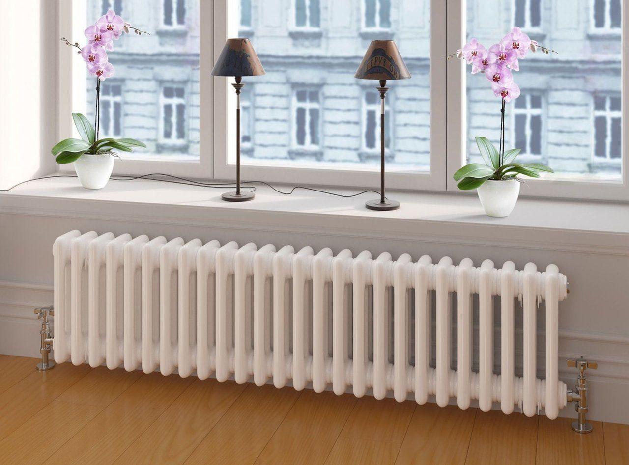 длинный радиатор под окном