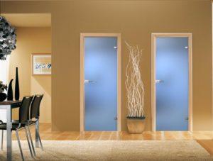 Двери прозрачные в ванну и туалет